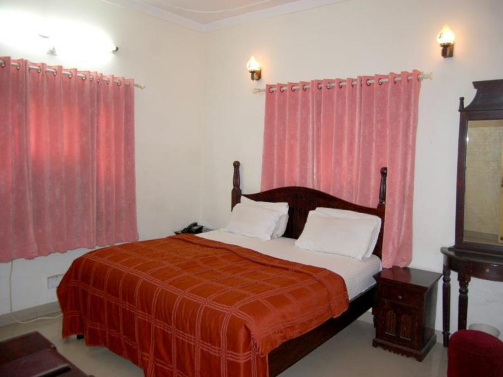Deluxe Room - Bed Hotel Raj Shree Palace