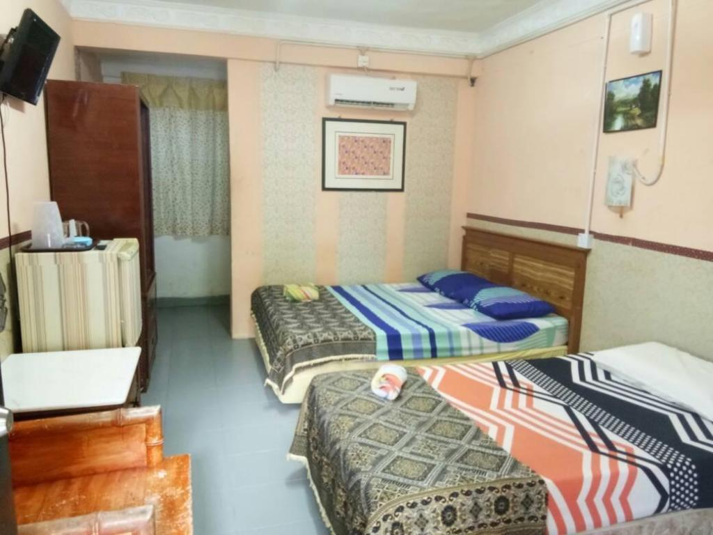 Triple Room with Air Conditioning - Guestroom Chenang Lodge Motel