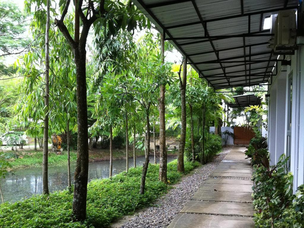 Apartment Chaofa West On The Pond