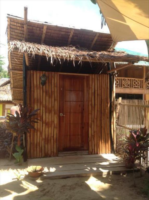 Budget Double Room with Shared Bathroom - Villa/Bungalow The Clara Beach