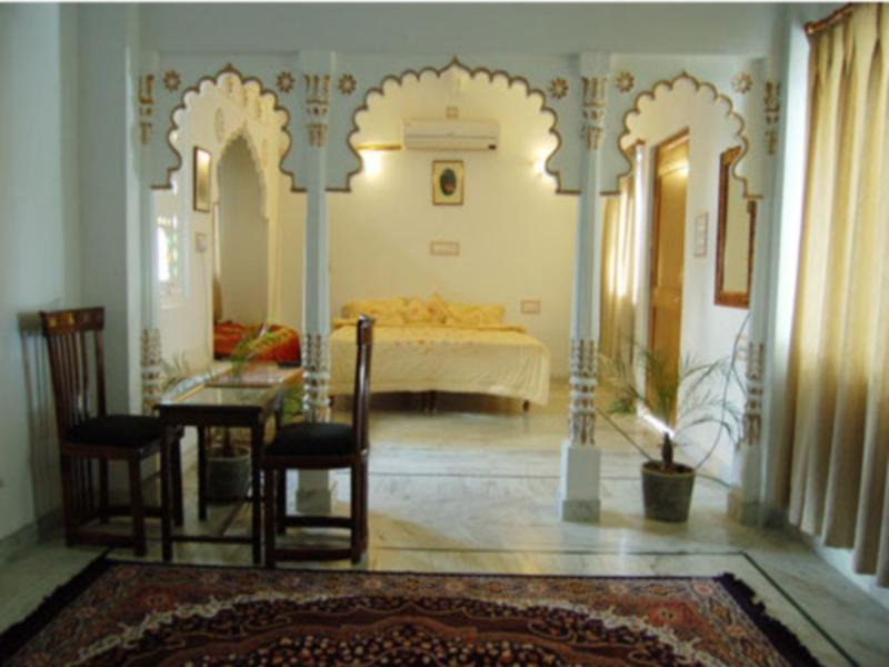 Kamar Traditional (Traditional Room)