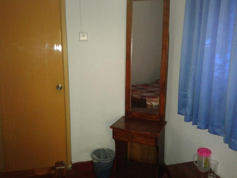 Kamar Double Standard dengan AC (Standard Double Room with Air Conditioning)