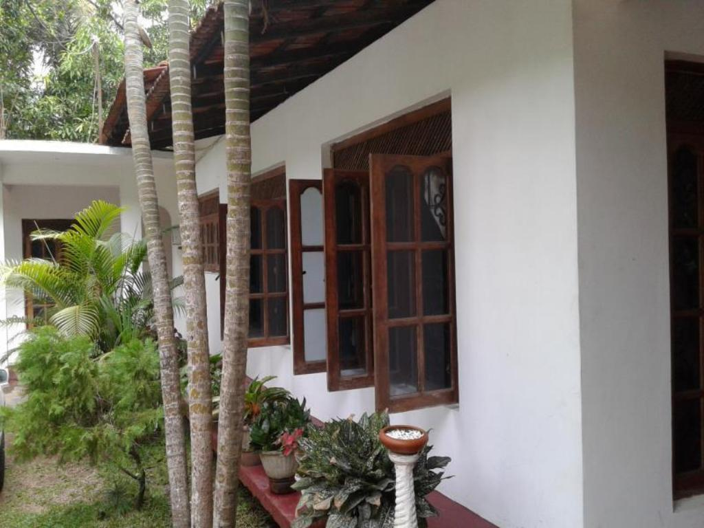 Tempat Masuk Wasantha Family Rest Guest House