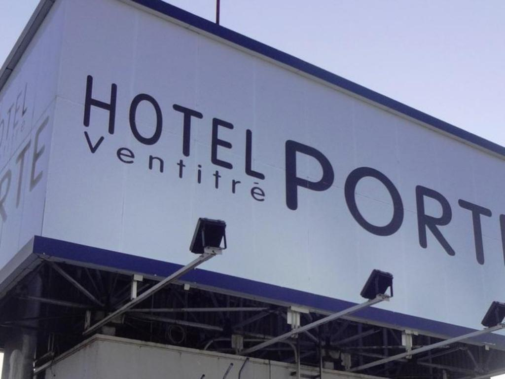 More about Hotel PORTE