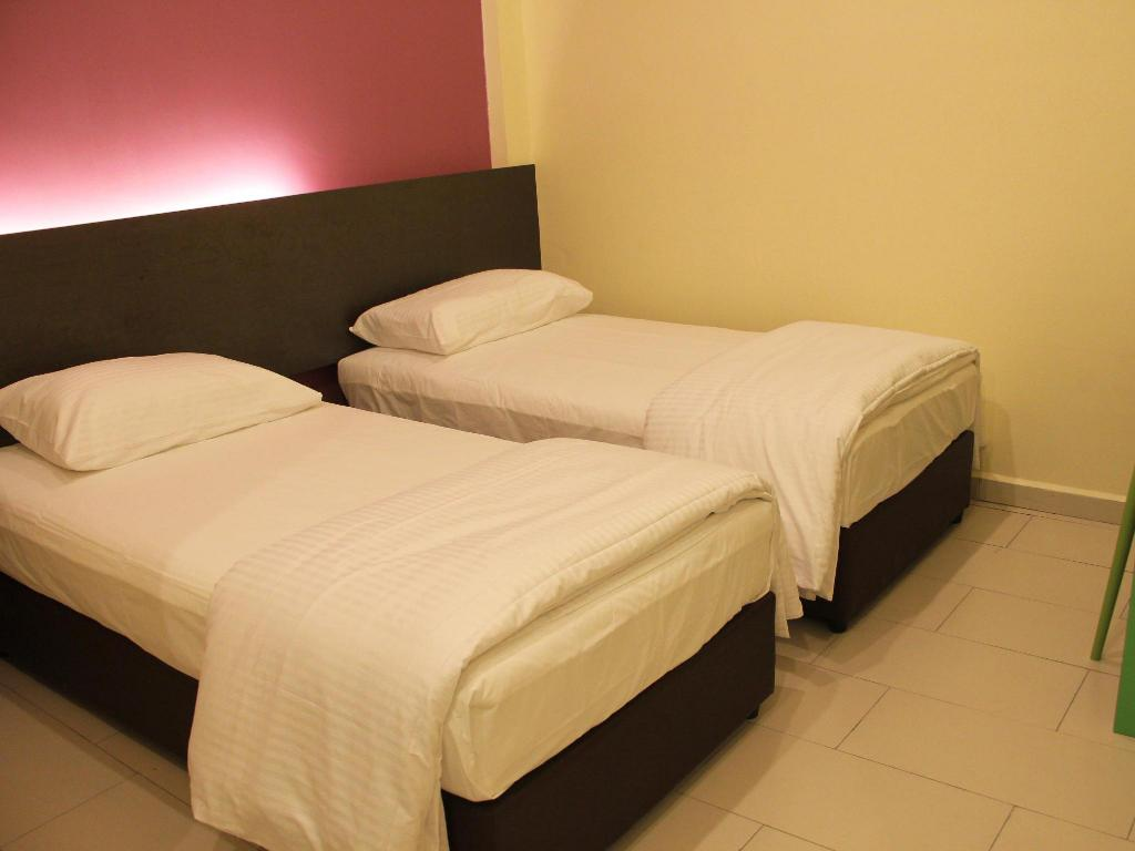 Deluxe Twin - No Window - Bed Mirage PD Hotel
