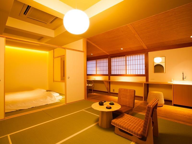 Japanese room with Shared Bathroom and small anteroom