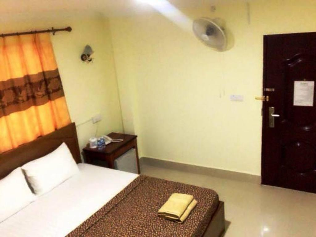 Double with Fan - Guestroom First Hotel