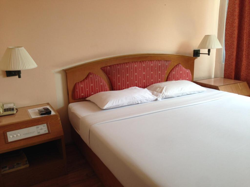 2 Double Beds Standard Room Non Smoking - ベッド バンコク シティ イン ホテル (Bangkok City Inn Hotel)