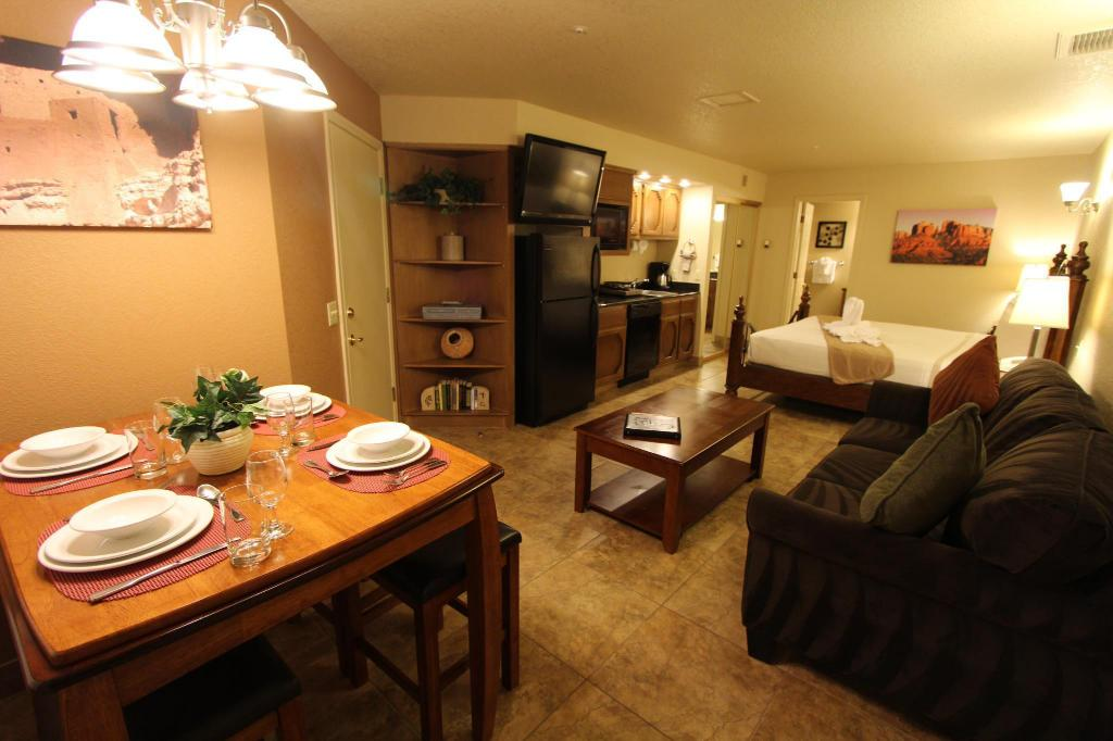 2 Bedroom Suite Balcony - Guestroom Sedona Springs Resort a VRI Resort