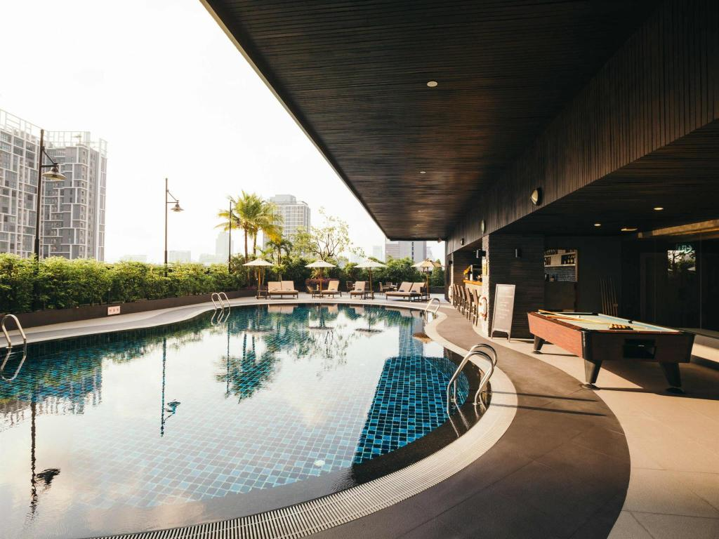 Swimming pool Grand Mercure Bangkok Fortune