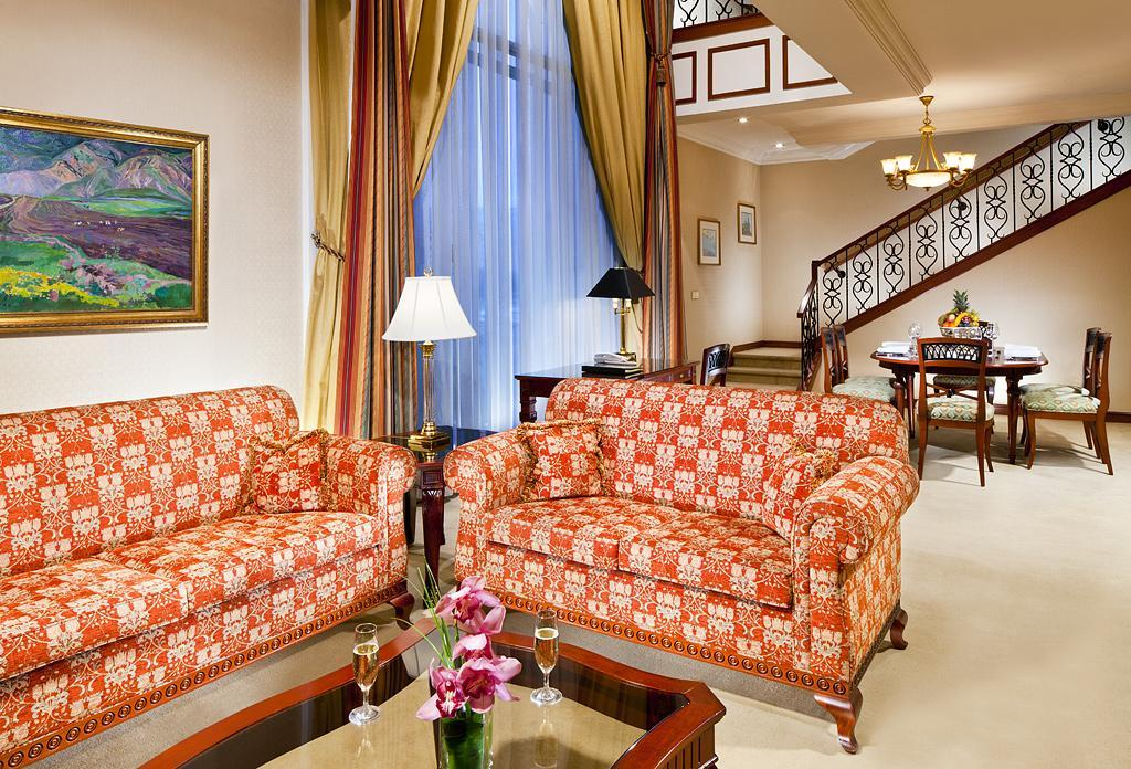 Presidential, Executive lounge access, 1 King, Sofa bed