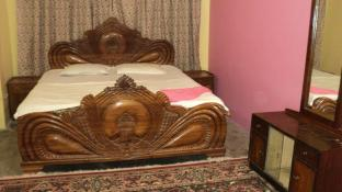 Royal Guest House & Service Apartment