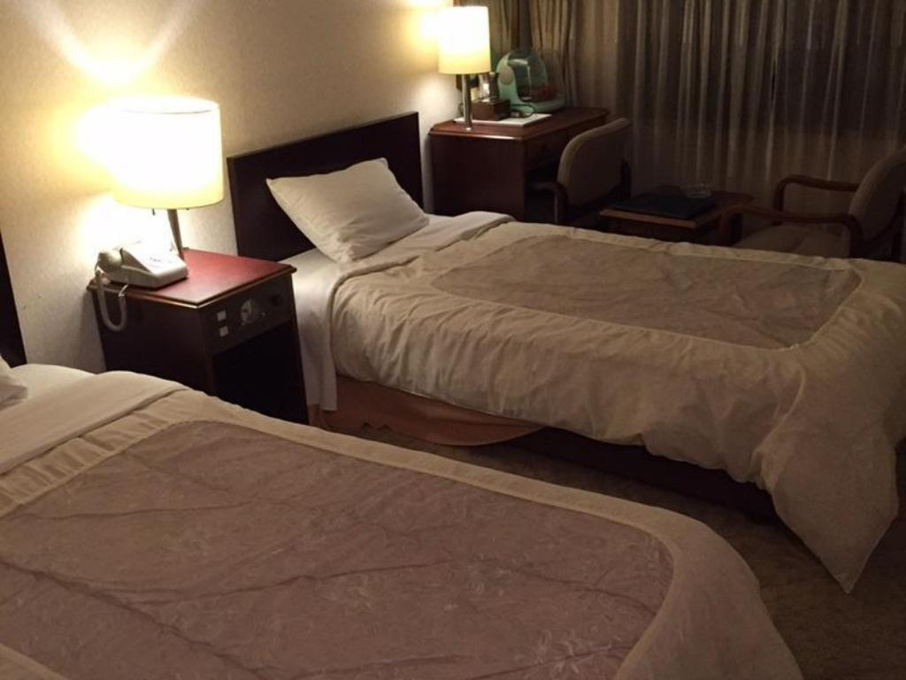 Run Of House - 2 Adults - Bed Hotel Eminence