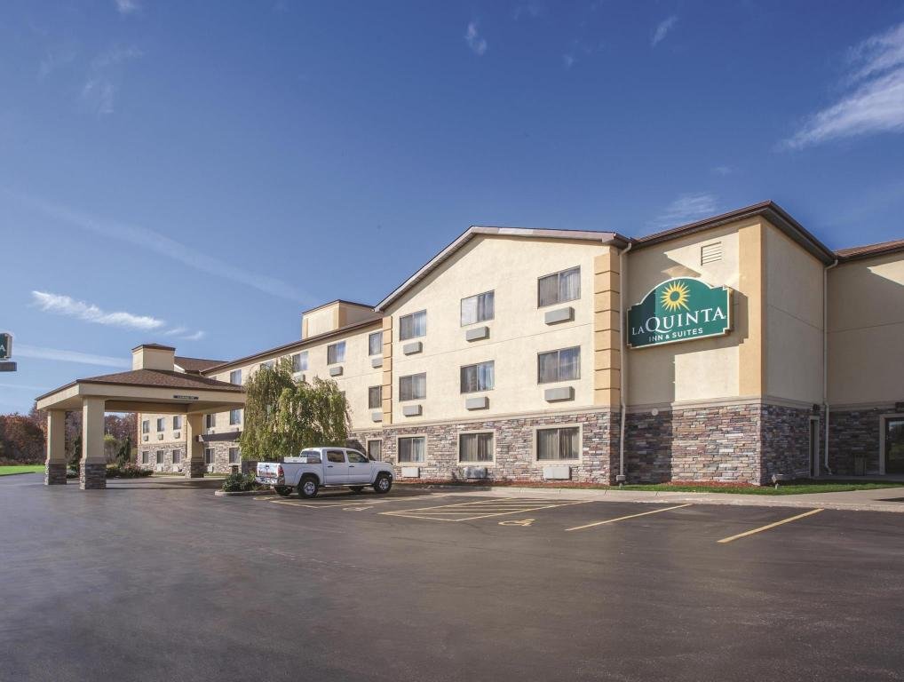 Повече за La Quinta Inn & Suites Erie
