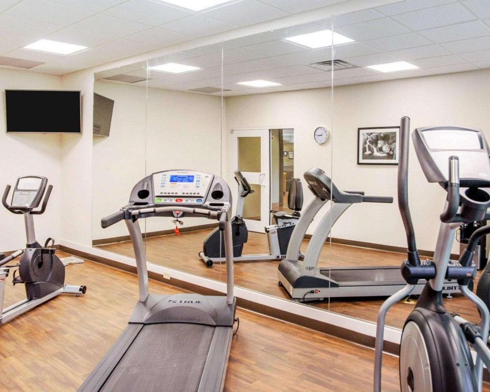 Fitness center Sleep Inn and Suites Parkersburg-Marietta