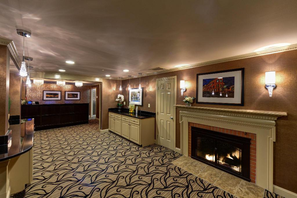 Lobby The Port Inn An Ascend Hotel Collection Member