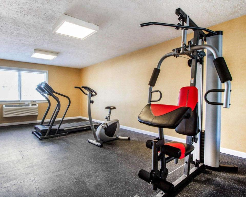 Fitness center Quality Inn and Suites