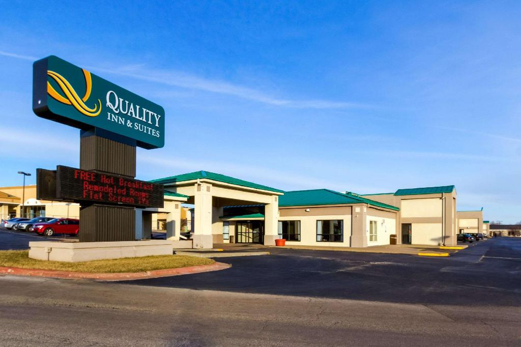 Quality Inn and Suites Moline - Quad Cities