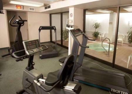 centru de fitness Quality Inn and Suites P.E. Trudeau Airport