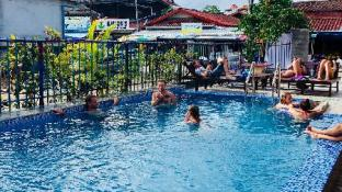 Real Vang Vieng Backpacker Hostel