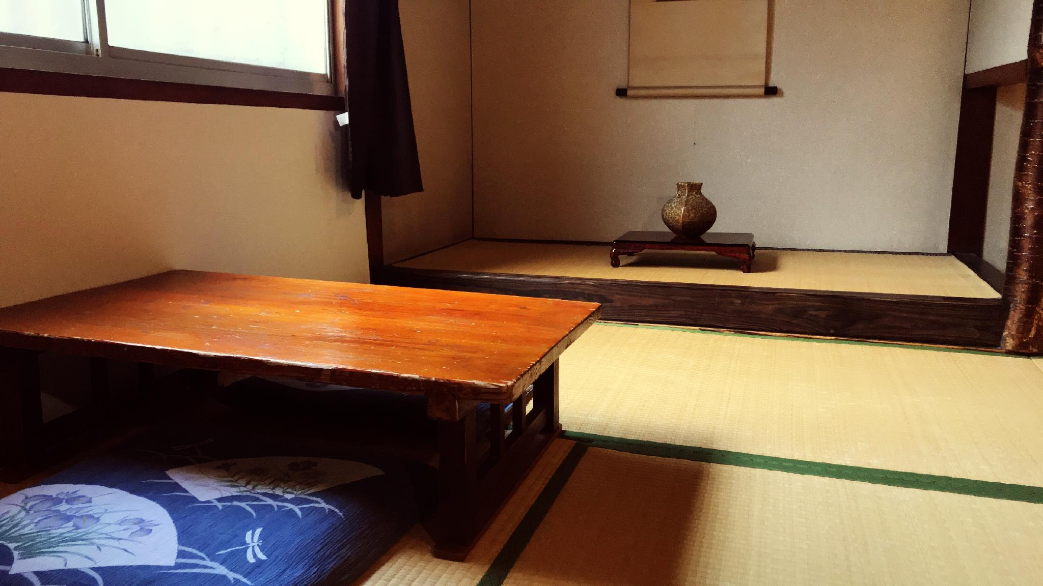 Habitació Triple privada japonesa amb bany compartit (Triple - Private Japanese Room with Shared bathroom)