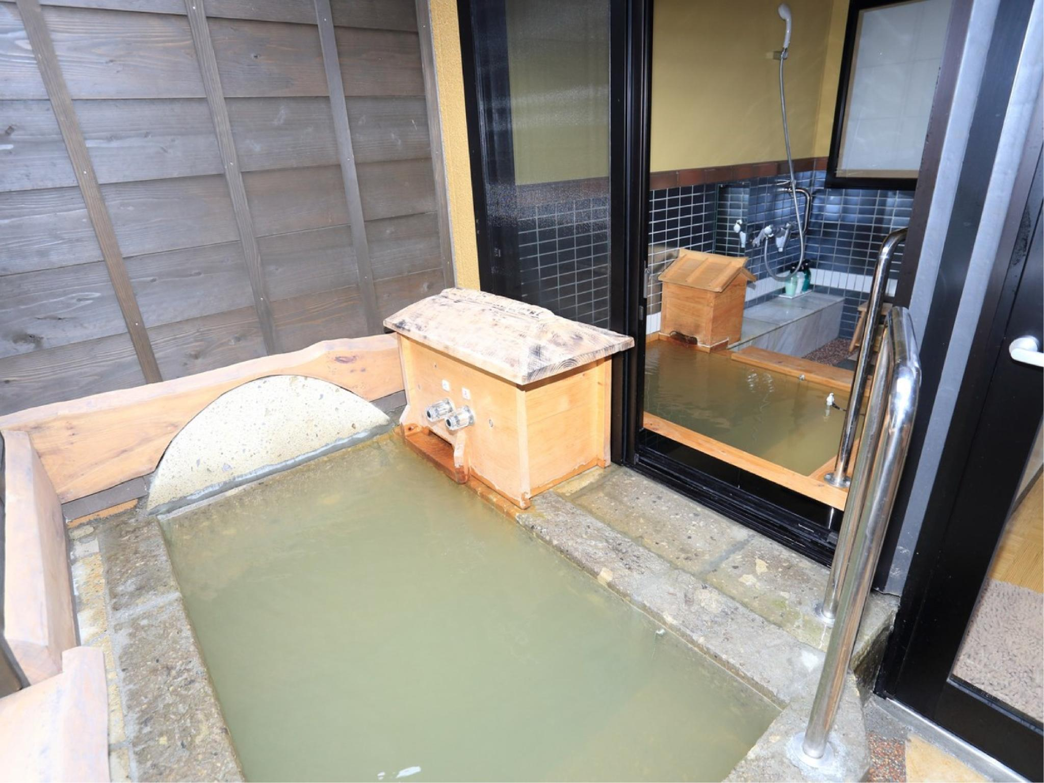 111-113号房 双人双床房+源泉放流式温泉室内浴室+露天风吕 (Twin Room with Indoor Hot Spring Bath + Open-air Bath (No. 111-113))