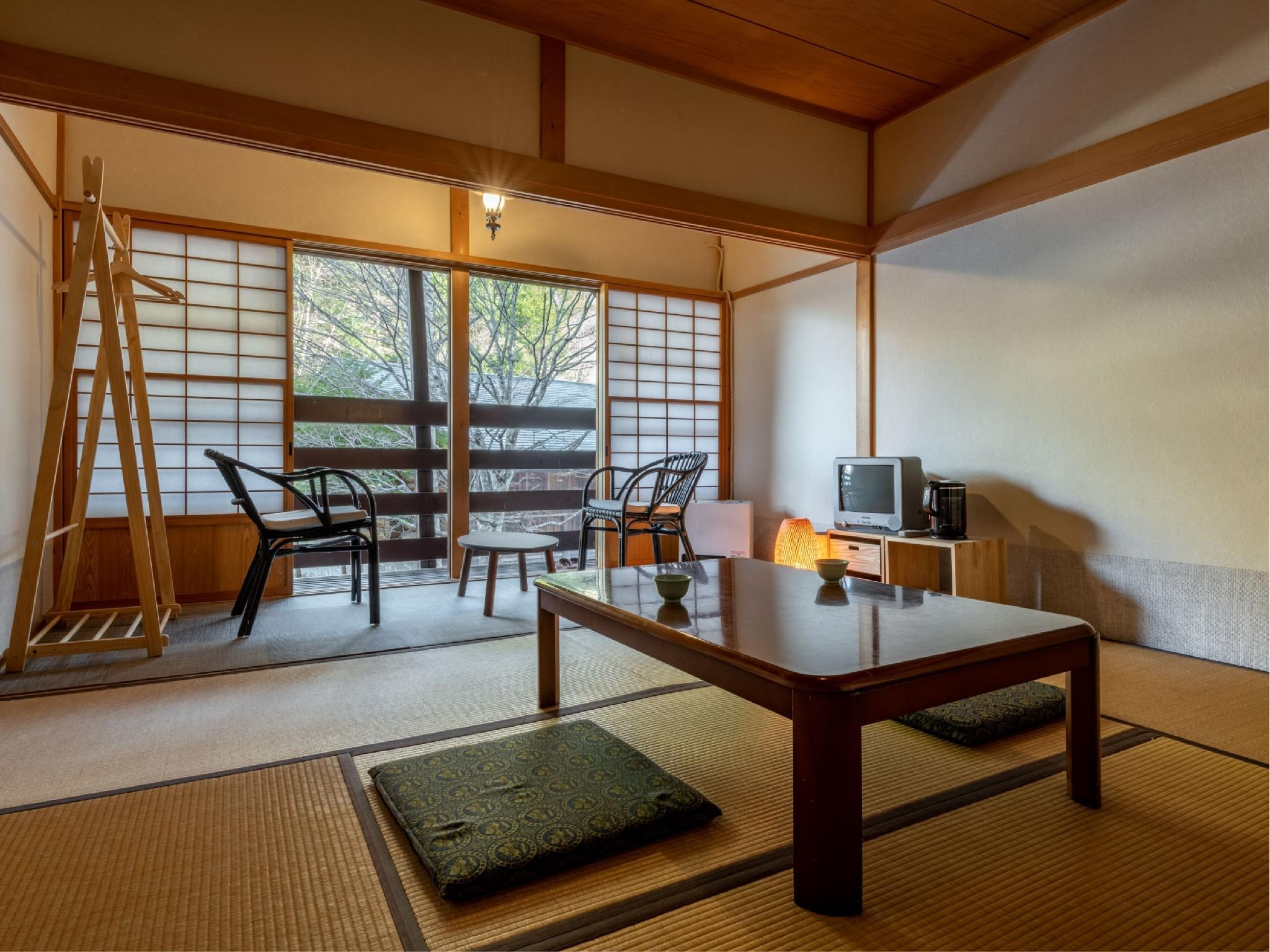 다다미 객실(본관/실내툇마루) (Japanese-style Room with Hiroen Space (Main Building))