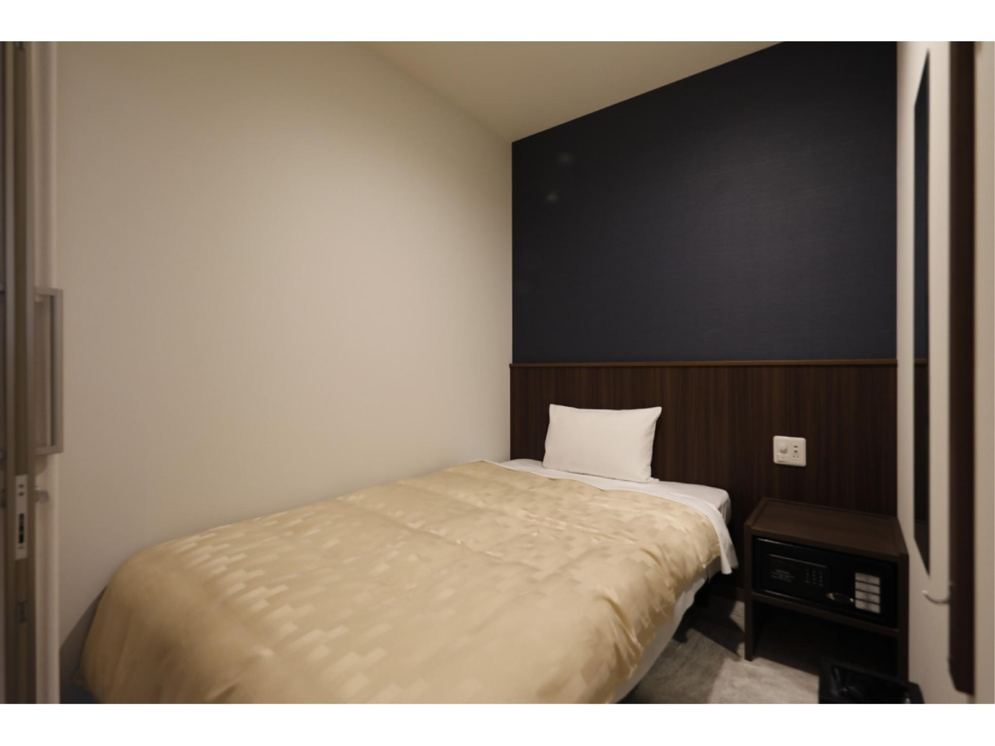Men's Single Room