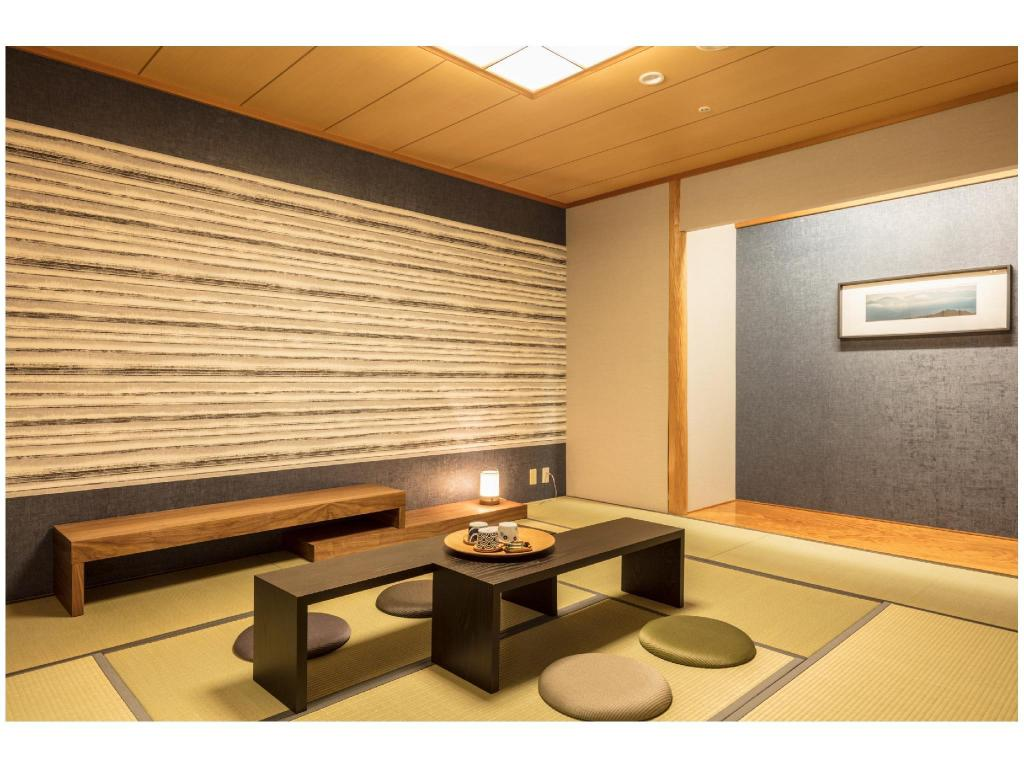 Japanese-style Room with Living Room - ห้องพัก