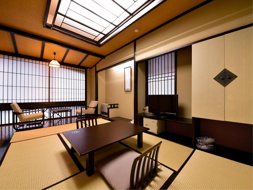 Japanese-style Room with Bedroom(s) - Guestroom