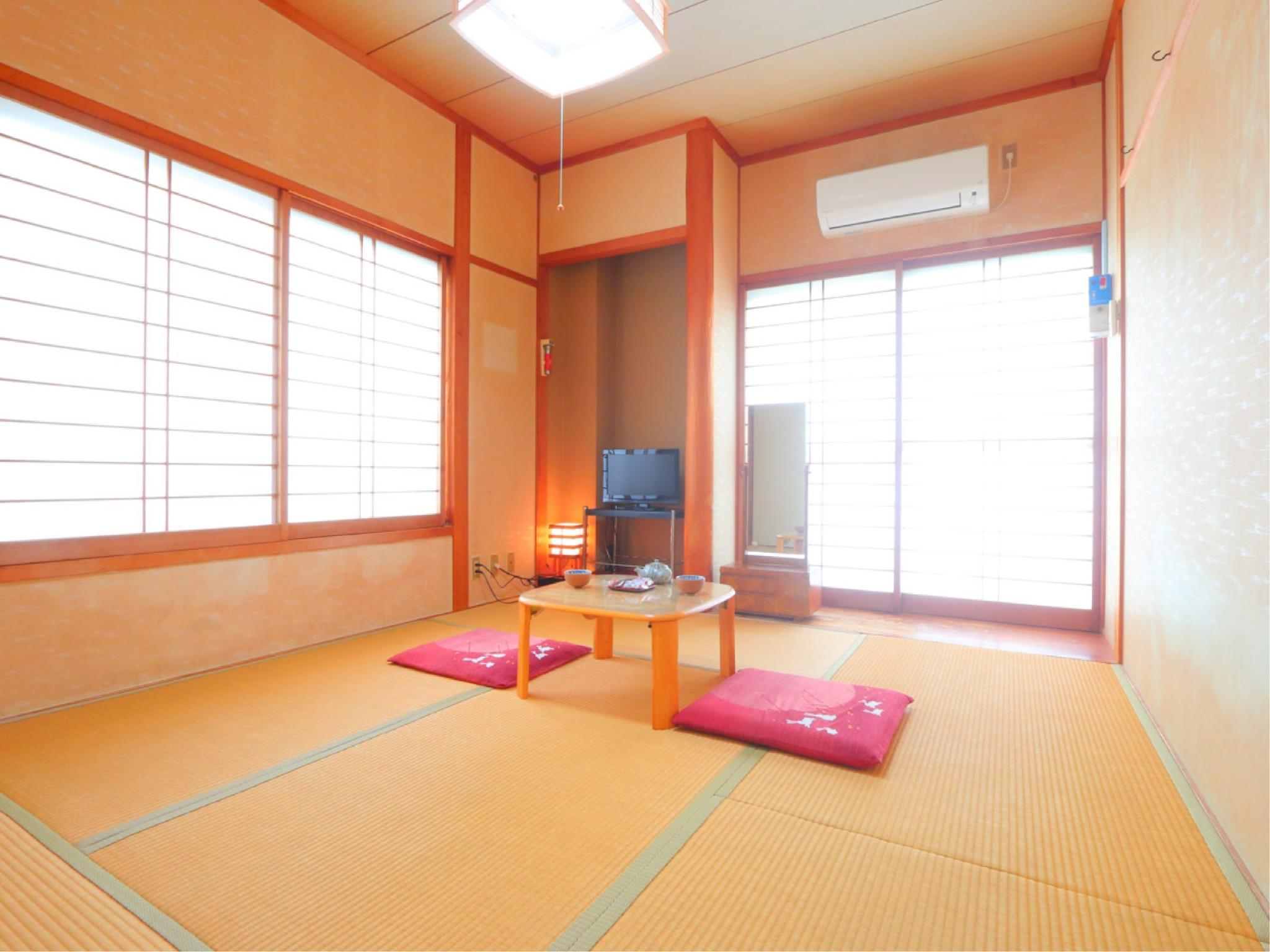 ■和室6畳(喫煙)/バス・トイレなし (Japanese-style Room *No bath or toilet in room)
