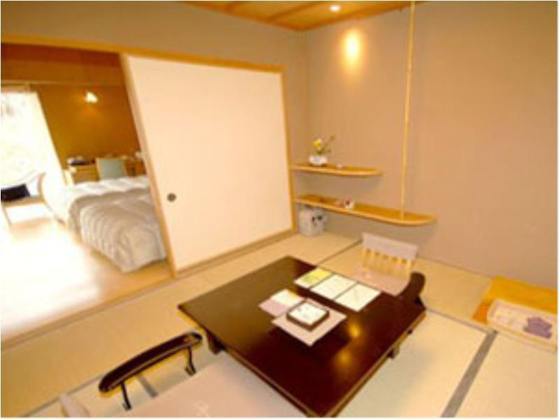 Japanese/Western-style Twin Room with Open-air Bath