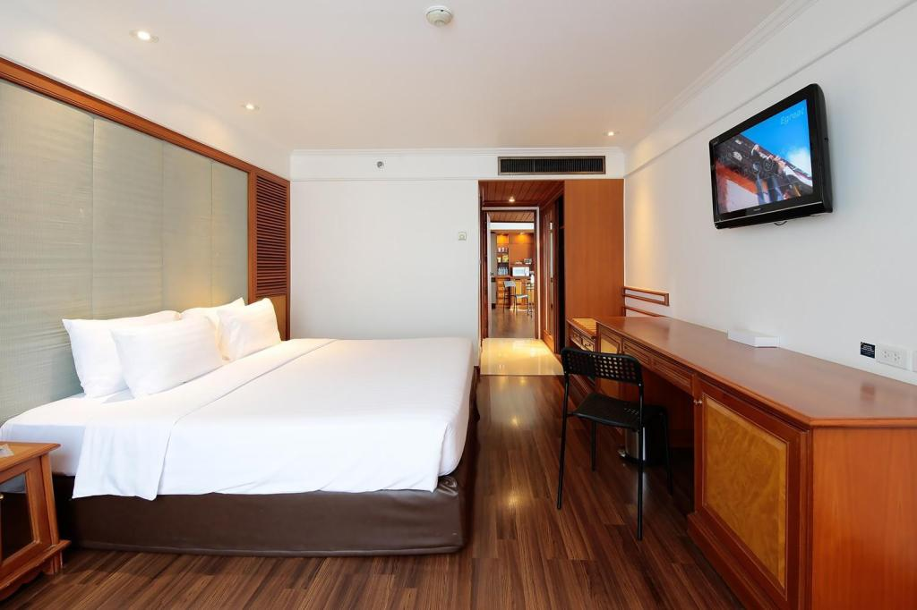 Executive Suite with 1 King-Size Bed - Bed