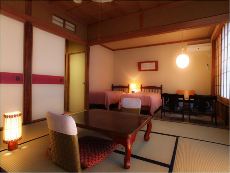 庭園に面した和室又は和洋室 (Japanese-style Room or Japanese/Western-style Room (Garden Side))