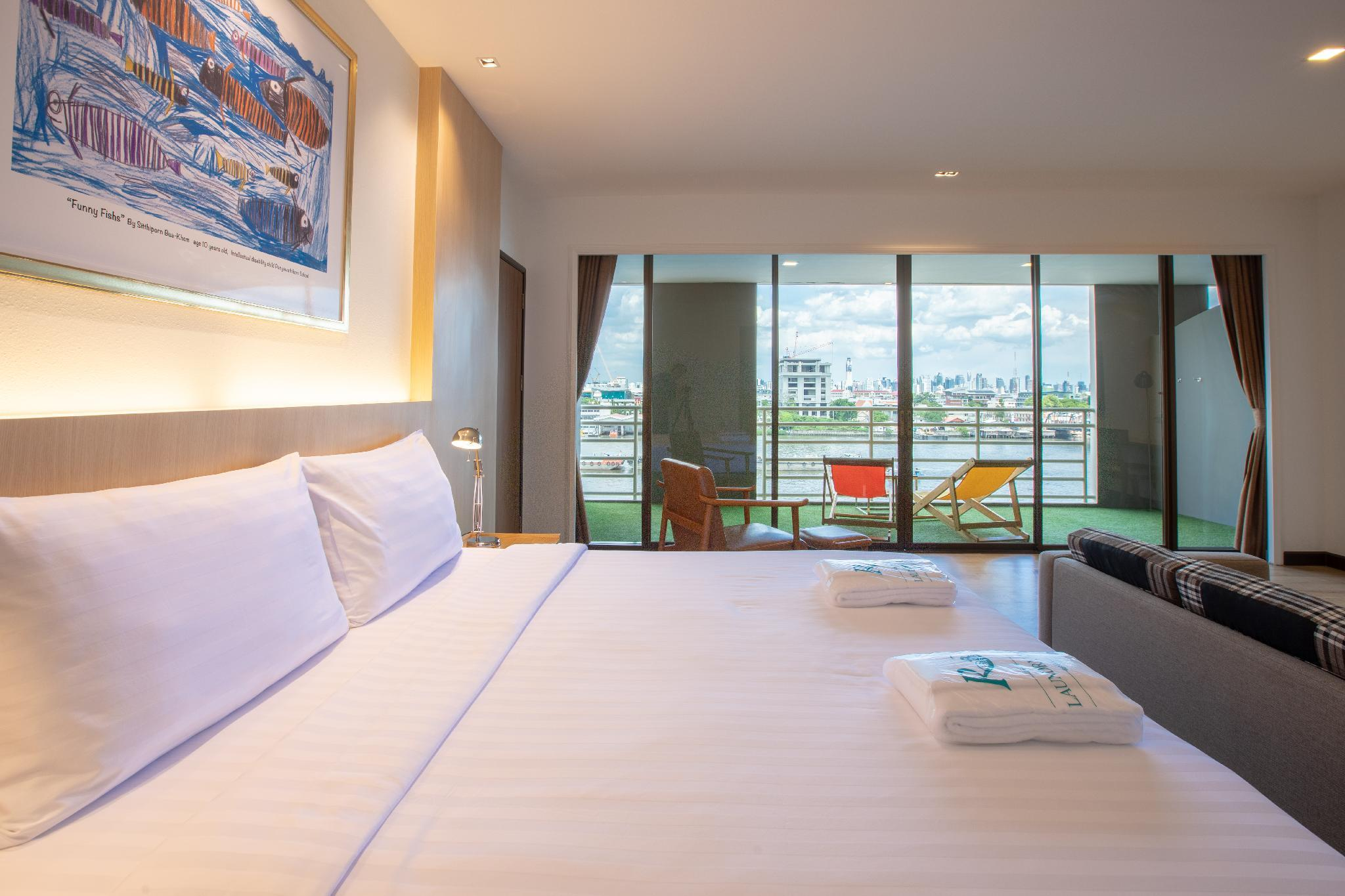 Premier Twin Room with View