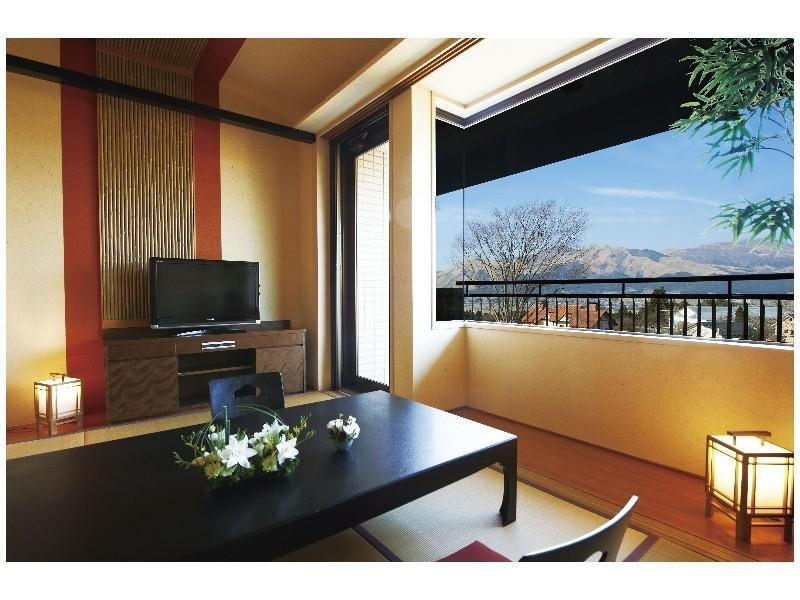 Japanese-style Room (Panoramic Mountain View)