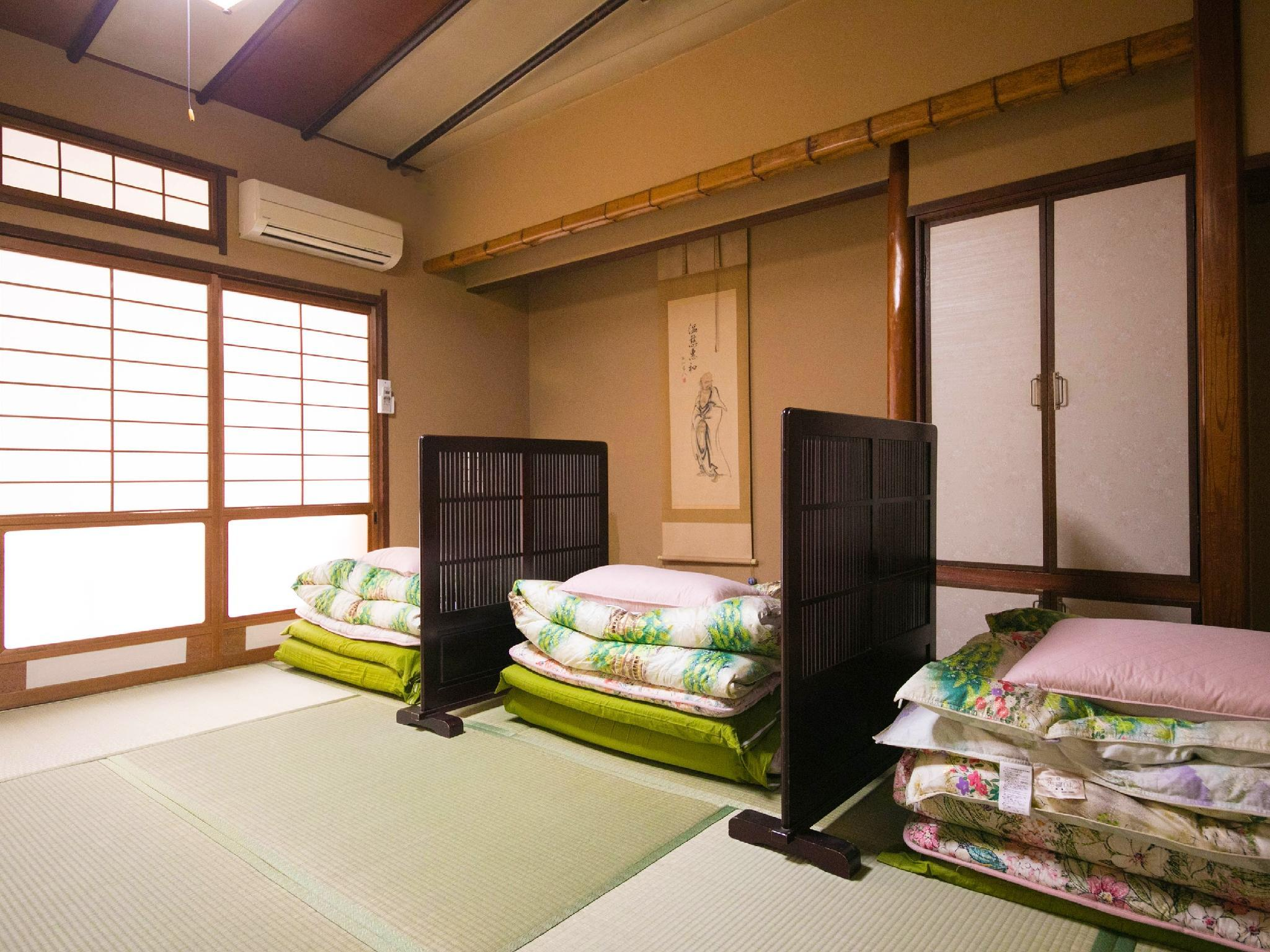 Standard Mixed Gender Dormitory Room (Futons)