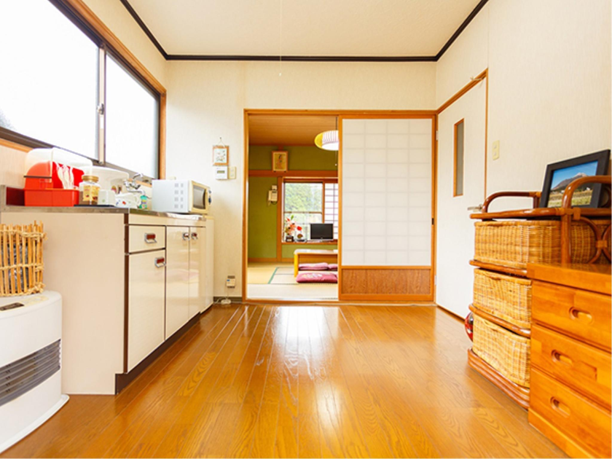 和式房+飯廳+廚房 (Japanese-style Room with Dining Room & Kitchen)