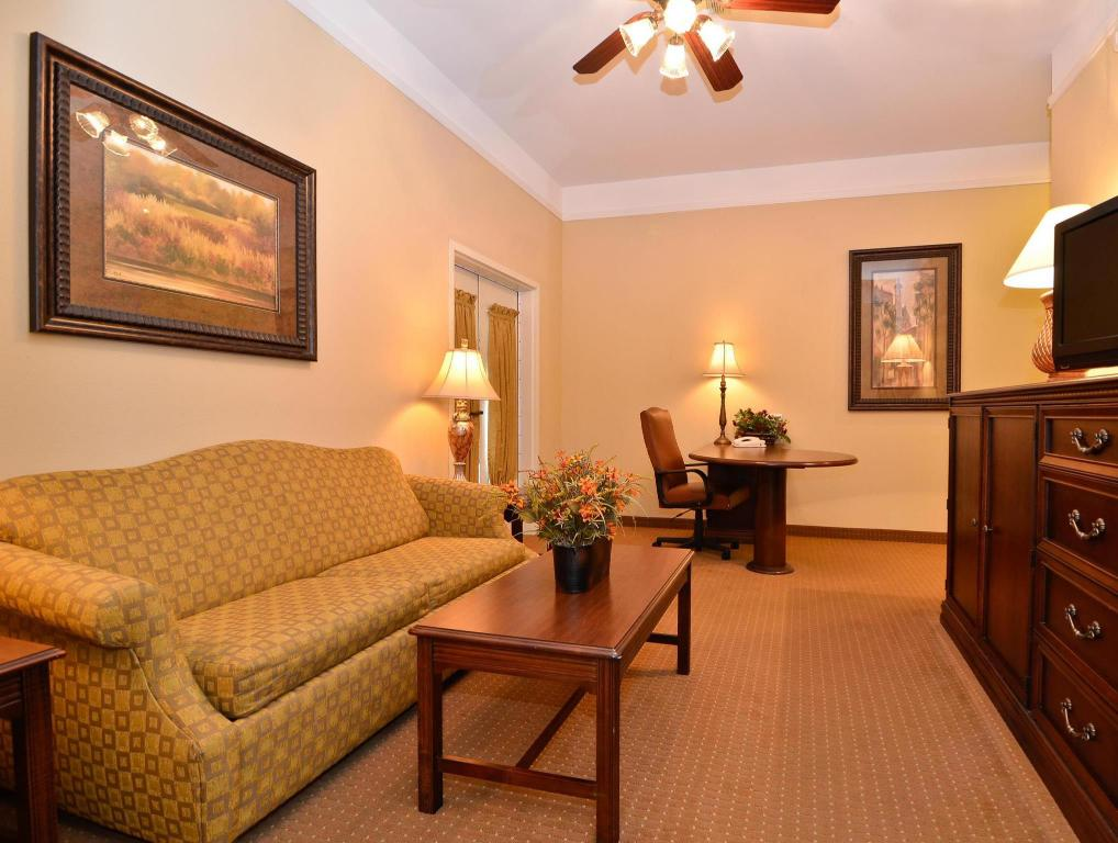Interior view Best Western Plus Monica Royale Inn and Suites