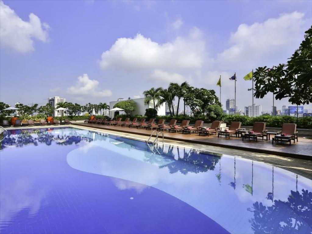 Swimmingpool Eastin Hotel Makkasan