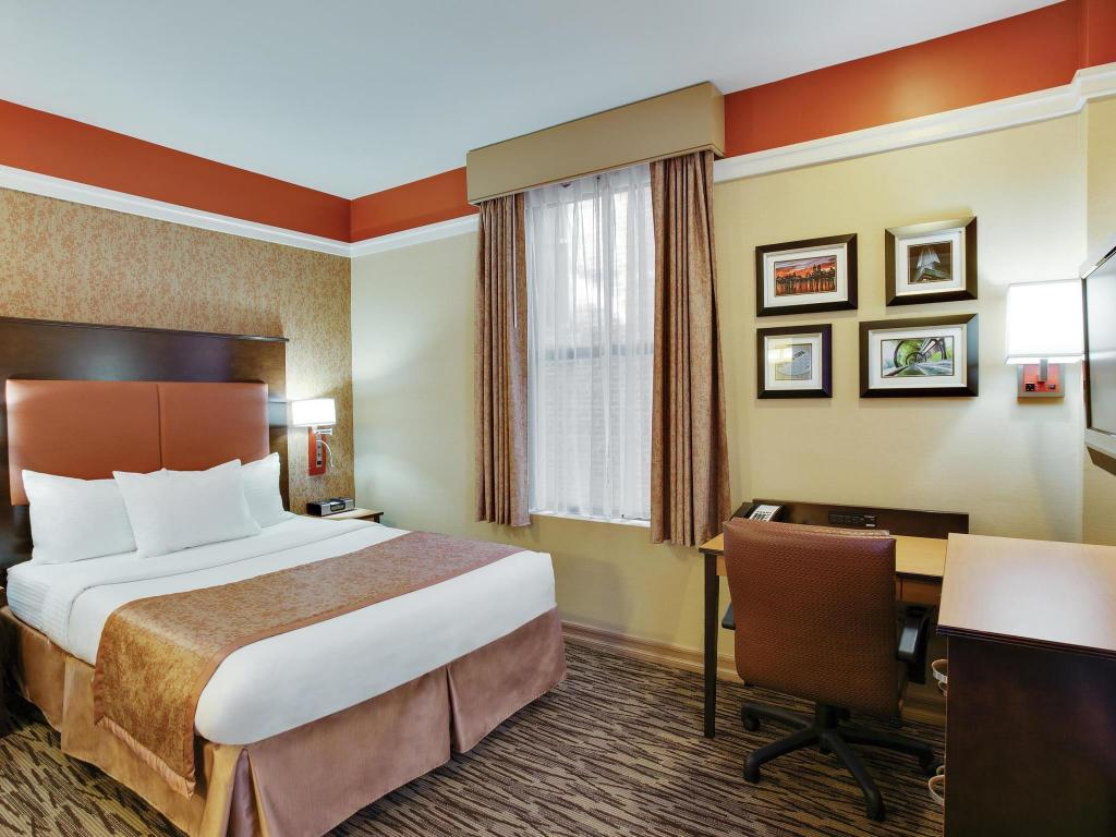 More about La Quinta Inn & Suites Manhattan