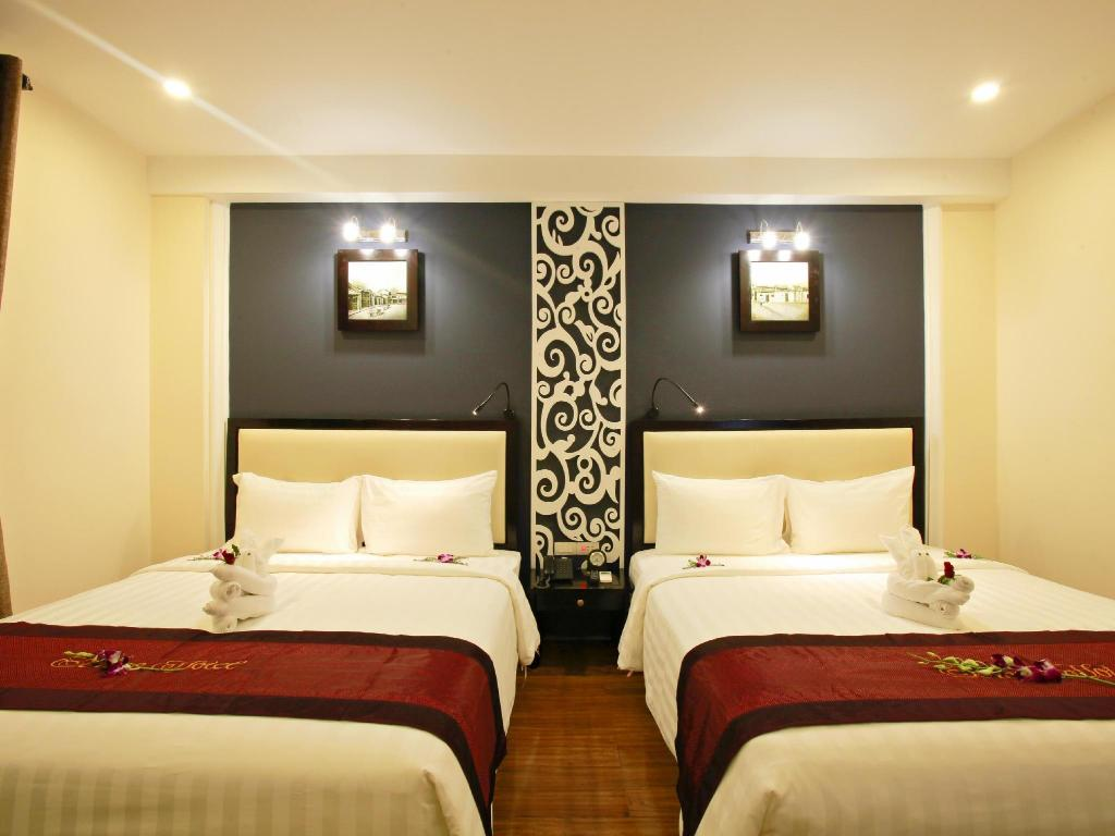 Superior Room with Balcony - Bed Hoi An Sincerity Hotel and Spa