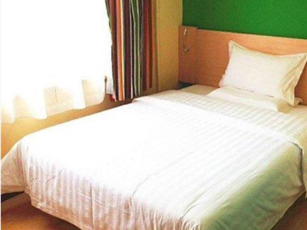 Economy - Domestic residents only - Bed 7 Days Inn Dalian Xian Road Business Center Xinggong Street Subway Station Branch