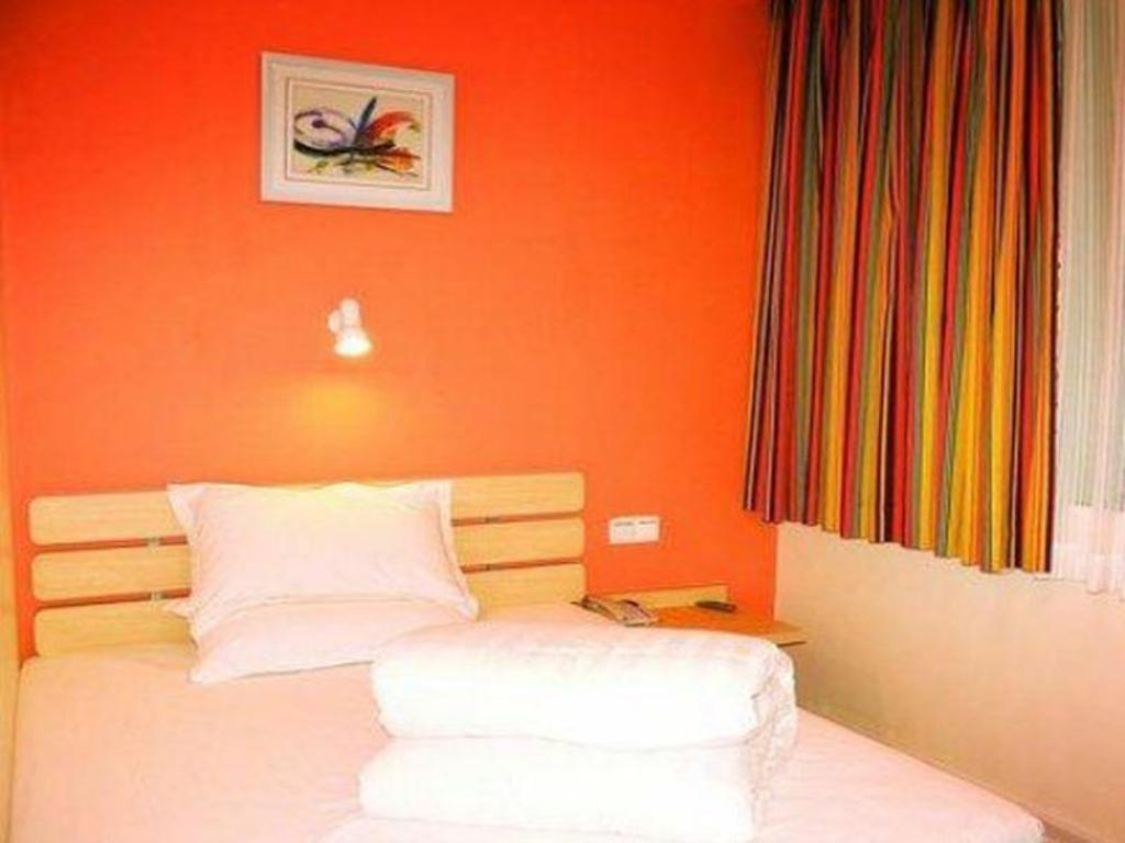 Economy - Domestic residents only - Bed 7 Days Inn Ganzhou Railway Station Waitan No.1 Branch