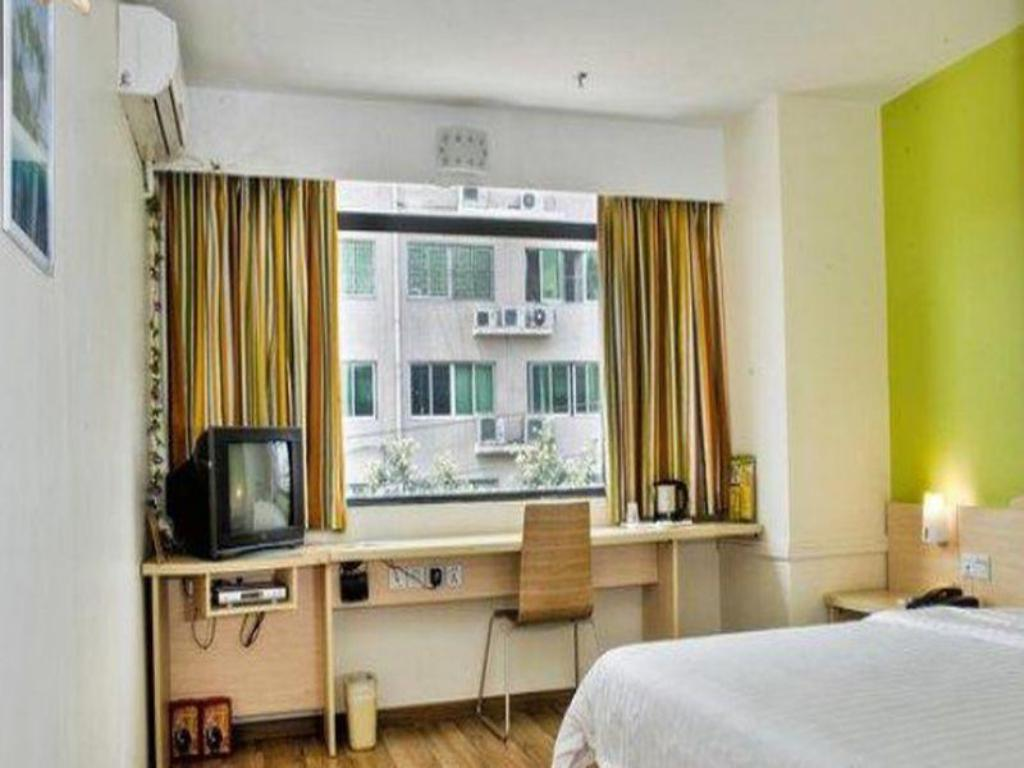 King Bed Room - Domestic residents only - Guestroom 7 Days Inn Chifeng Passenger Terminal Branch