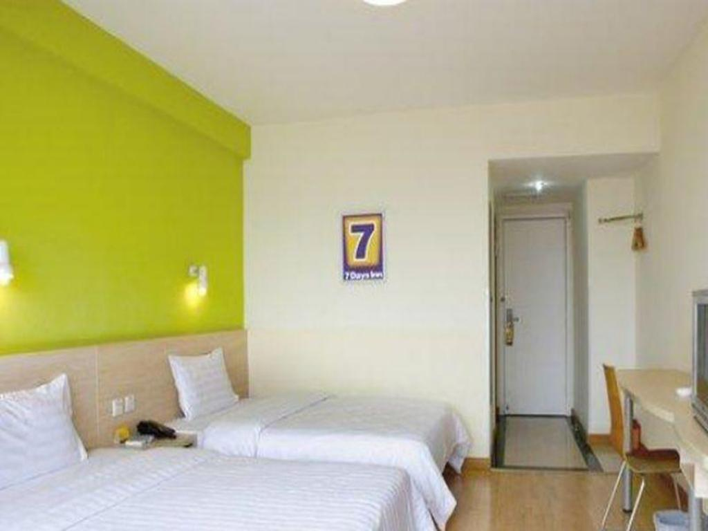 Twin Bed Room - Domestic residents only - Guestroom 7 Days Inn Chifeng Passenger Terminal Branch