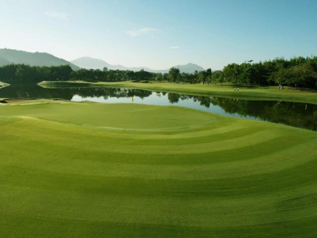 Lapangan golf di properti Chiang Mai Highlands Golf and Spa Resort