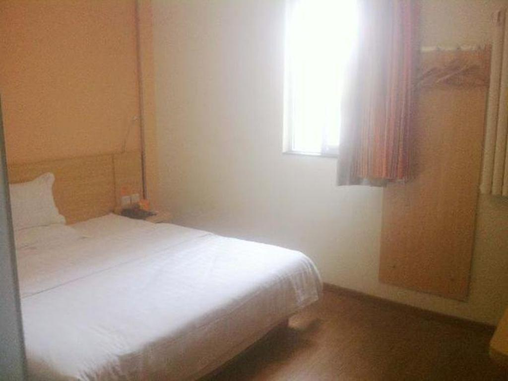 Room with Queen Bed - Bed 7 Days Inn Qingdao Shandong Road Zhenning Overpass Branch