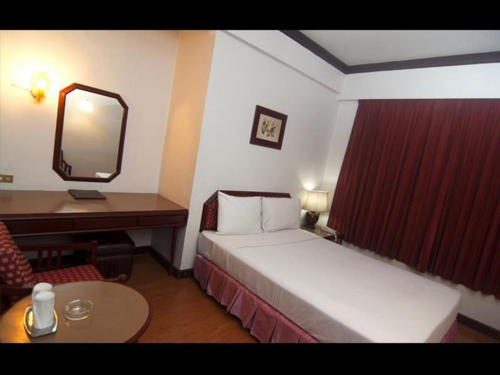 Standard Double Bed - Guestroom Florida Hotel