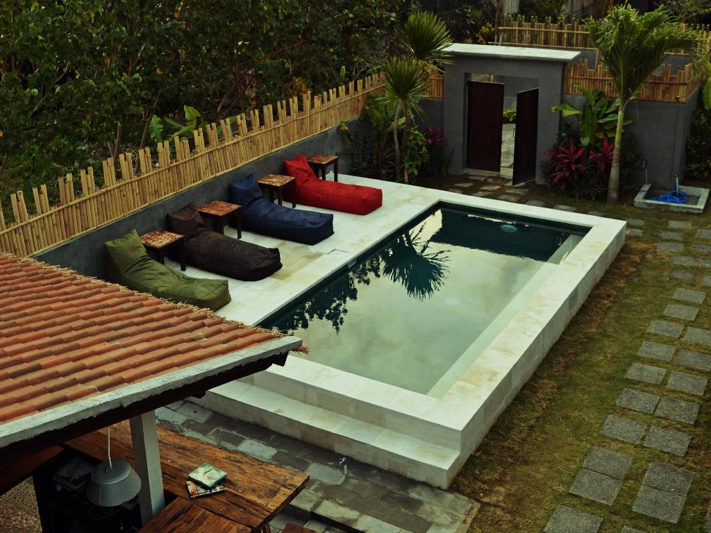 Swimming pool Lay Day Surf Hostel